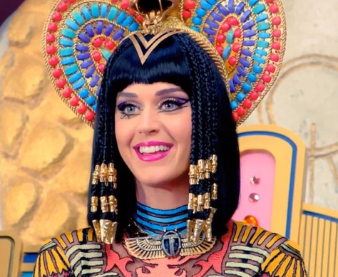katy_perry_dark_horse_beauty_beaded_braids